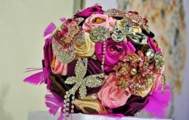 Wedding themes - bouquet jewelry