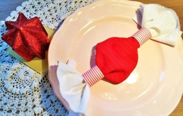 8 simple Christmas napkin folding