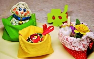 6 cute Easter napkin folding