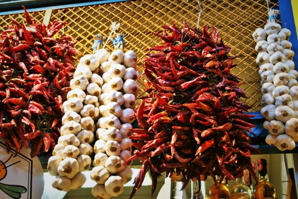 market,budapest,central,hall,paprika,garlic