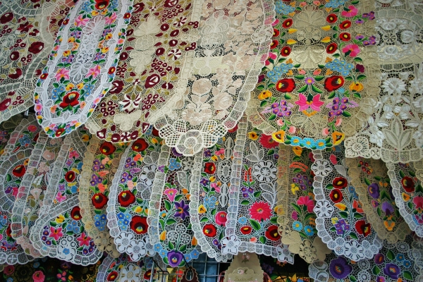 market,budapest,central,hall,cloth,kalocsa,embroidery