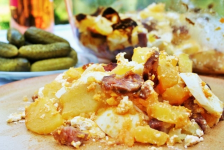 Potato, egg and sausage casserole (rakottkrumpli)