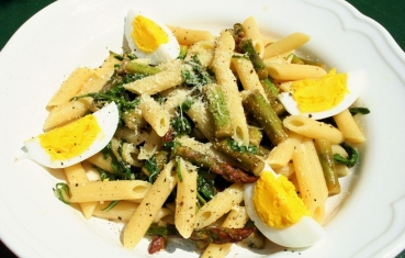 Asparagus and aragula pasta salad
