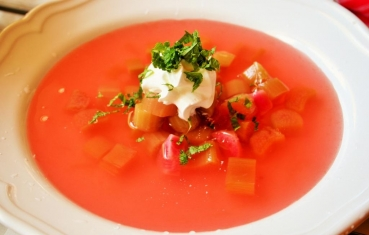 Norvegian cold rhubarb soup with mint