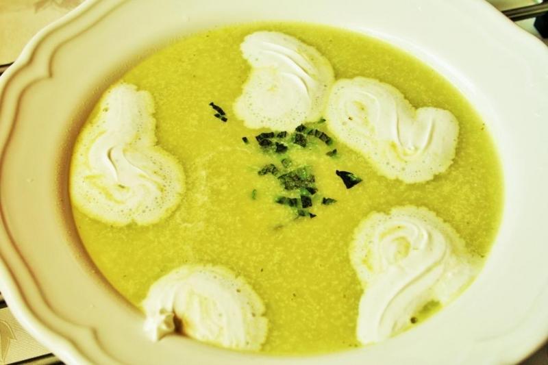 Minted green peas soup with greek yogurt