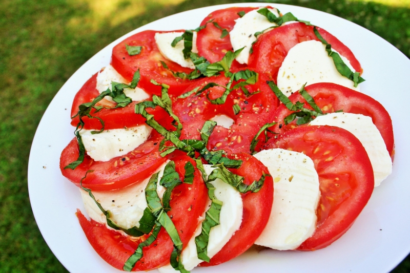 Tomato mozzarella salad (Insalata Caprese)