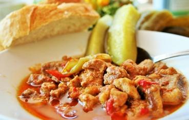 Pork stew (sertes porkolt)