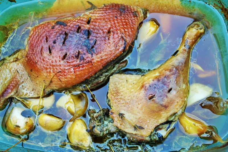 Duck confit with garlic and thyme