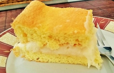 Sponge cake with lemon curd