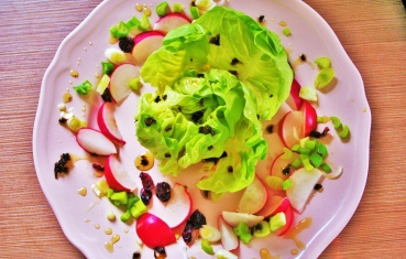 Lettuce with radish and sweet chili