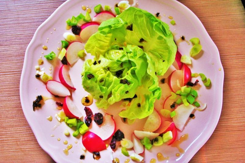 Lettuce with radish and sweet chili