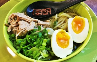 Ramen pork and noodle soup