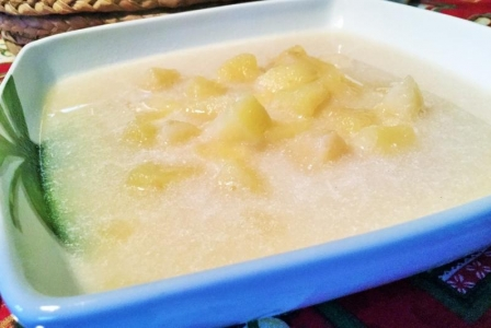 Easy apple soup with cinnamon