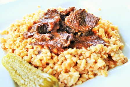 Beef stew with egg barley (Marhaporkolt)