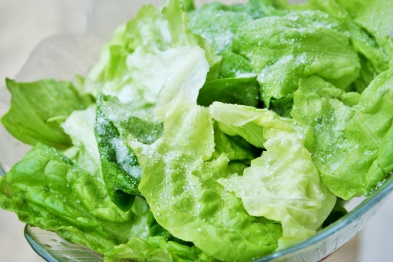 Sweet and sour lettuce salad