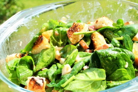 Spinach salad with honey mustard vinaigrette