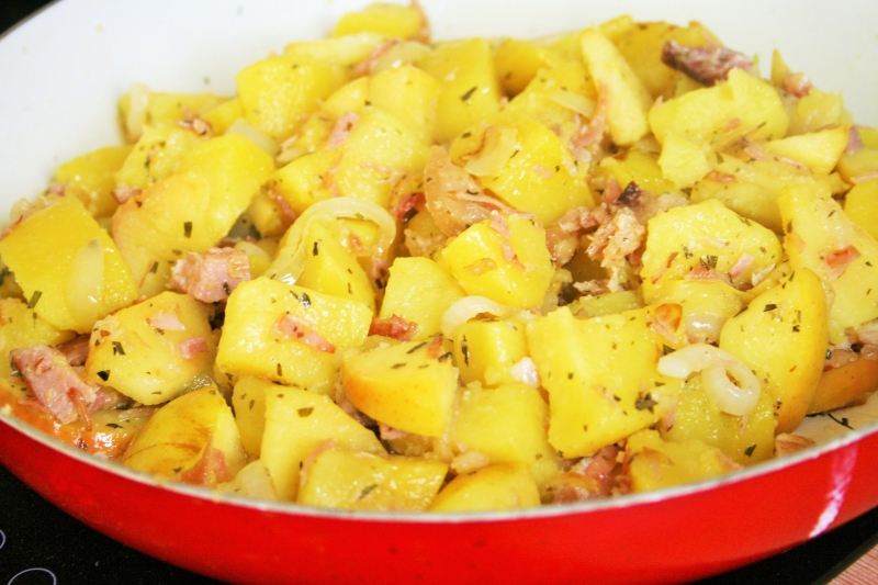 Potato apple skillet with ham