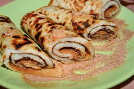 Apple pancake with cinnamon