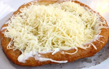 Fried yeast cake (langos)