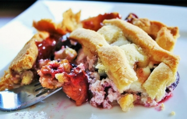 Creamy plum pie