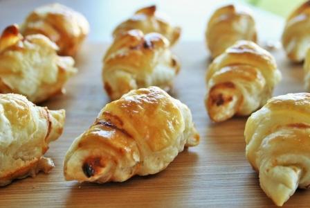 Mini cream cheese croissant