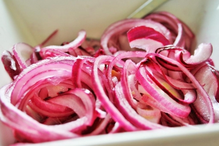 Red onion pickles